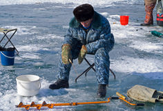 72钓鱼的冬天 库存图片