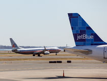 737 823 flygbolag amerikanska boeing logan Royaltyfri Bild