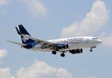 737 aeromexico波音喷气机乘客 库存图片