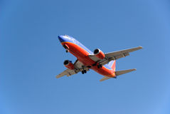 737 boeing landning Arkivbild