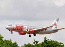 737 trafikflygplan boeing kommersiell jet2 Royaltyfri Bild