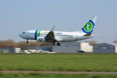 737 transavia προσγείωσης Ρότερνταμ Στοκ Εικόνες