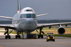 747 bogserade boeing Arkivfoton