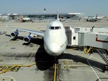 747 na porta Fotografia de Stock Royalty Free