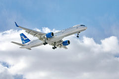 757 boeing finnair Royaltyfria Foton