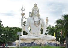 76英尺在Kachnar市,贾巴尔普尔的高Shiva阁下雕象 免版税库存图片