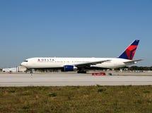 767家航空公司波音Delta喷气机乘客 免版税图库摄影