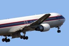 767 Боинг с принимать Стоковая Фотография RF