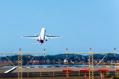 767 Boeing που αφήνουν το διάδρομ& Στοκ Εικόνες