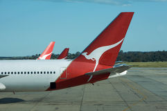 767 qantas αεροπλάνων πετάγματος αερολιμένων αερογραμμών Στοκ φωτογραφία με δικαίωμα ελεύθερης χρήσης