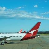 767机场飞行飞机qantas运输 库存照片