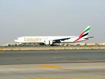 777个航空波音迪拜酋长管辖区显示 库存照片