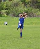 8个活动女孩青少年球员的足球 免版税库存图片