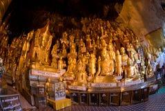 8.000 Buddha; caverna di s, foglio dorato per questi santi Fotografie Stock