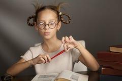 8 anni della ragazza con gli occhi chiusi Fotografia Stock Libera da Diritti