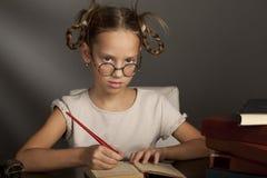 8 anos velho com livros Imagens de Stock Royalty Free