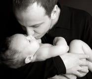 8 behandla som ett barn den härliga pappabilden Royaltyfri Foto