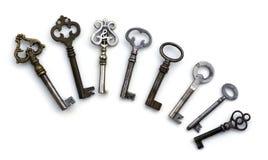 8 geïsoleerde skelet antieke sleutels Stock Fotografie
