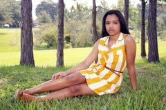 8 gulliga utomhus teen latina Fotografering för Bildbyråer