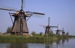8 holländska kinderdijkwindmills Royaltyfri Bild