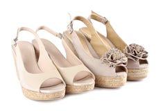 8 kvinnor för wedge för s-sandalssuede Arkivfoto