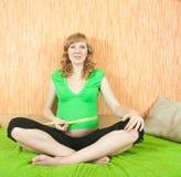 8 mesi di donna incinta Immagine Stock