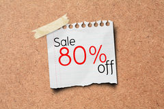 80% Verkauf weg vom Förderungpapierpfosten auf Korken-Vorstand Stockfoto