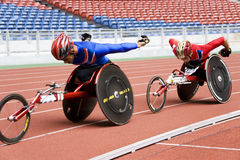 800 метров людей участвуют в гонке кресло-коляска s Стоковое Изображение RF