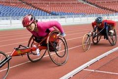 800 метров участвуют в гонке женщины кресло-коляскы s Стоковые Фотографии RF