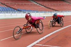 800 contadores de raza del sillón de ruedas de las mujeres Foto de archivo