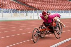 800 mètres de chemin du fauteuil roulant des femmes Photo stock