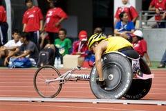 800 mètres de chemin du fauteuil roulant des hommes Image stock