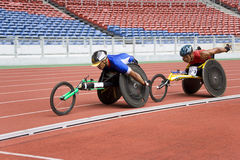 800 mètres de chemin du fauteuil roulant des hommes Image libre de droits