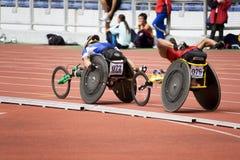 800 mètres de chemin du fauteuil roulant des hommes Photos libres de droits