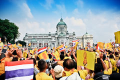 85. födelsedag av HMEN konung Bhumibol Adulyadej Arkivbilder