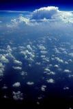 86朵云彩飞行视图 免版税库存照片