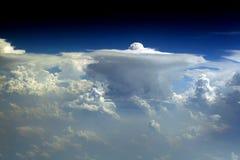 87朵云彩飞行视图 库存图片
