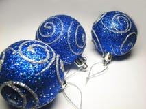 9件蓝色装饰品 免版税库存照片