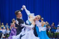 9对成人比拉罗斯夫妇舞蹈米斯克10月 免版税图库摄影