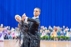 9对成人比拉罗斯夫妇跳舞米斯克10月 免版税库存照片