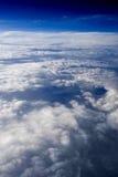 9朵云彩飞行视图 免版税库存图片