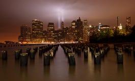 9/11 hommage dans la lumière. New York City Images stock