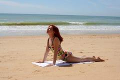 9个海滩瑜伽 免版税图库摄影