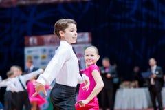 9 belarus barnpar dansar minsk oktober Royaltyfria Bilder