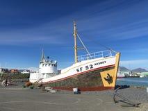 9 juli 2012 - gammal fiskeskyttel i Höfn. Royaltyfri Bild