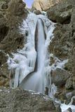 9011, cascade à écriture ligne par ligne congelée, cicatrice de Goredale, vallées de Yorkshire, avril 2006 Photo libre de droits