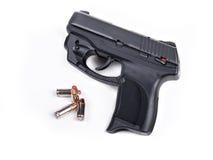 9mm handeldvapen & kulor Arkivfoto