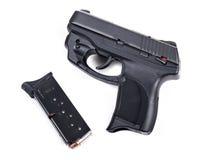 9mm handeldvapen & tidskrift Royaltyfri Fotografi