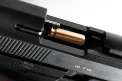 9mm Pistole mit Gewehrkugel Lizenzfreies Stockbild