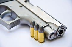 9mm. tryckspruta med kulan Royaltyfri Foto